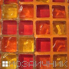 Нанесение оранжевой эпоксидной затирки на мозаику