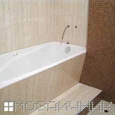 Укладка плитки с мозаикой в ванной комнате