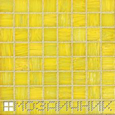 Стеклянная мозаика затерта бледно желтой эпоксидной затиркой фото
