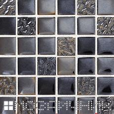 Черная мозаика с белой эпоксидной затиркой фото