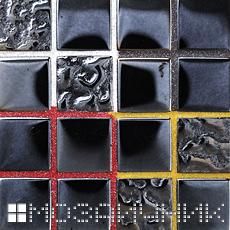 Используя разные эпоксидные затирки, можно менять внешний вид одной и тоже стеклянной мозаики фото