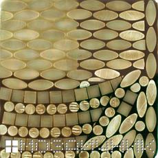 Стеклянная мозаика с включенной подсветкой без основного освещения фото